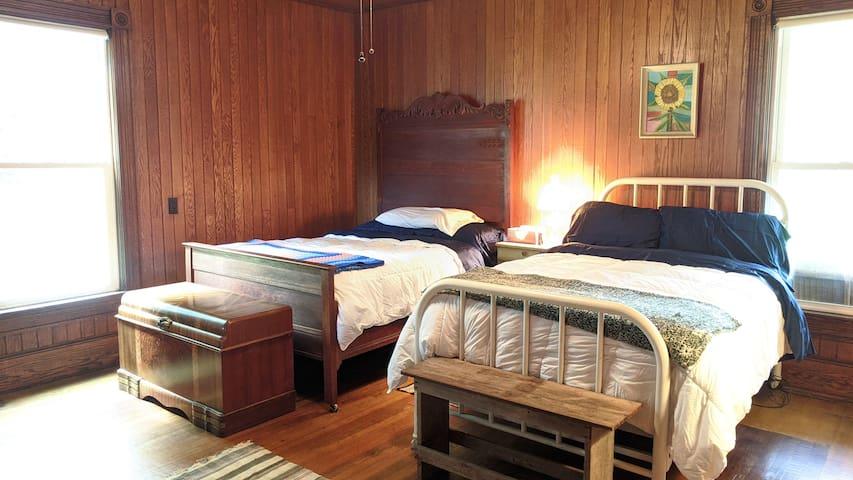 Barlow Room (downstairs) - no separate heat source