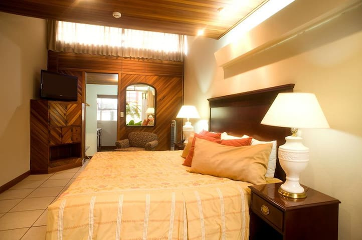 Superior Plus Room - San José - Bed & Breakfast