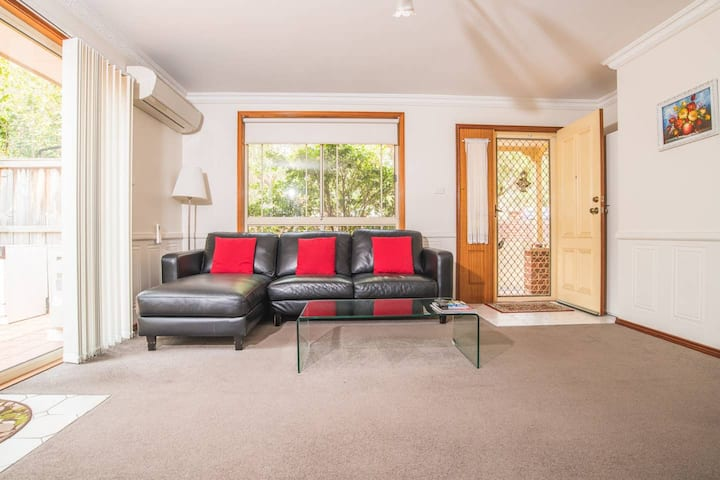 Bright and Spacious home for 4 @ Eastwood