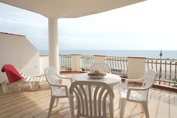 """Appartamento B Camera - Case Vacanza """"Le Terrazze"""" - Seccagrande - Bed & Breakfast"""