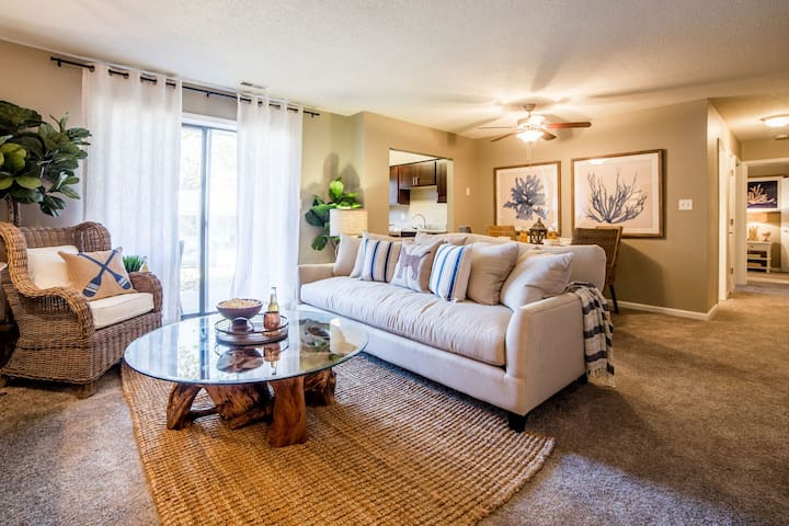 1BR with pool & 24-hour gym in Noblesville