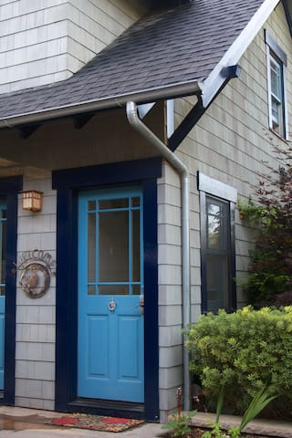 Charming Carriage House in Prospect