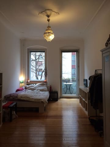 Very cozy room next to metro and Tempelhofer Feld - Berlin - Apartment