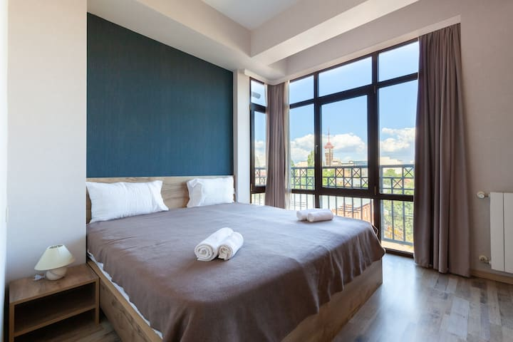 спальня с французским балконам