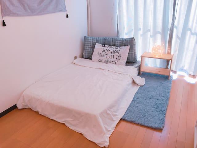 现代简洁的个人公寓  有无限wifi  可住三人 - 蕨市 - Appartement