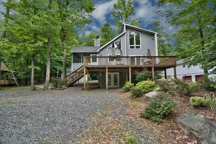Contemporary Home in the Hideout - Sleeps 8