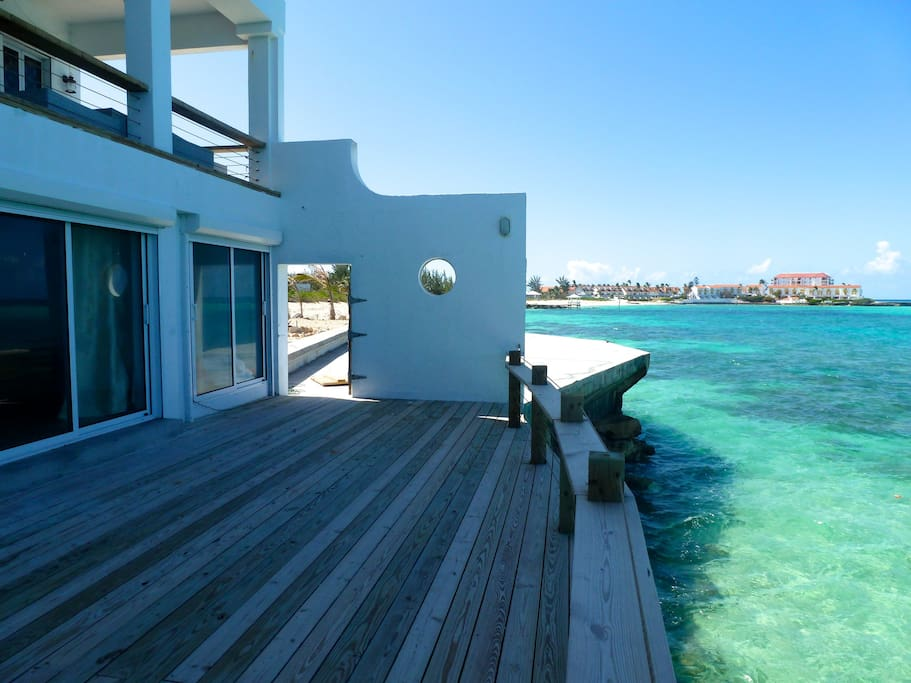 Tropical getaway by the beach houses for rent in nassau for Beach houses for rent in bahamas
