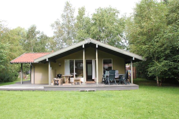 Tæt på skov og strand - Højby - Chalet