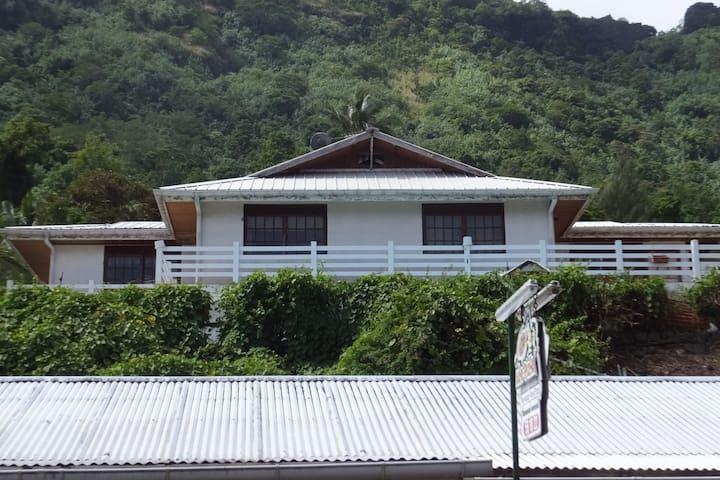 Villa Vaiana 2e ,villa Vaiana blanche ,maison 7 pi - Mo'orea - Casa