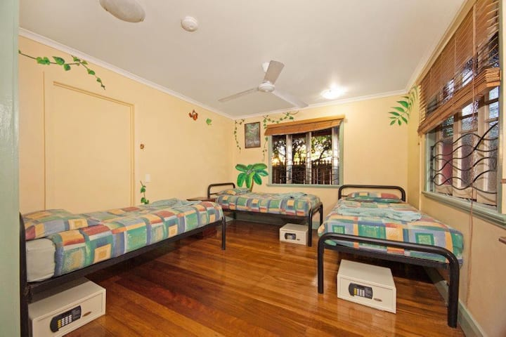 Travellers Oasis 3 Bed Room