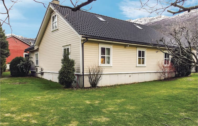 Holiday apartment with 2 bedrooms on 80m² in Dirdal