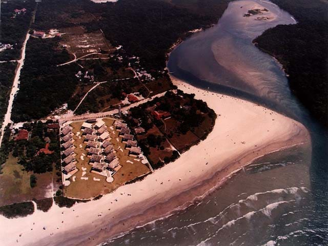 Casa de praia em condomínio frente ao mar