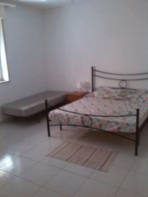 camera matrimoniale grande con terzo letto