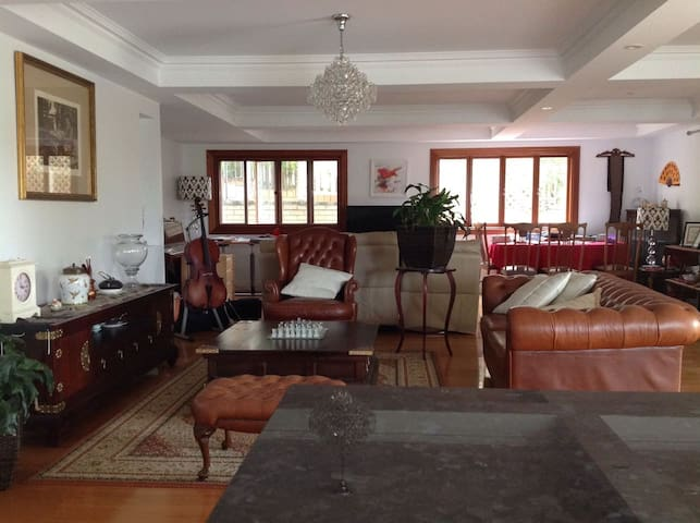 Beatiful and large room in a Queenslander House - Highgate Hill - Casa