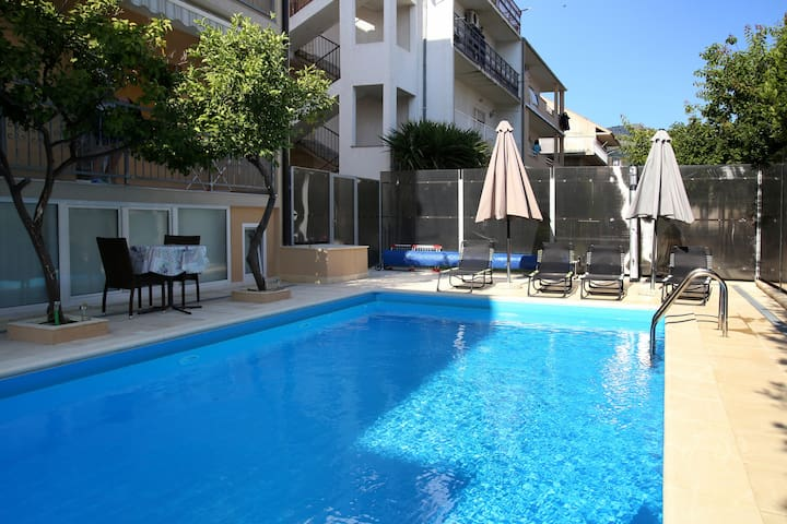 Apartment with pool near sea 4