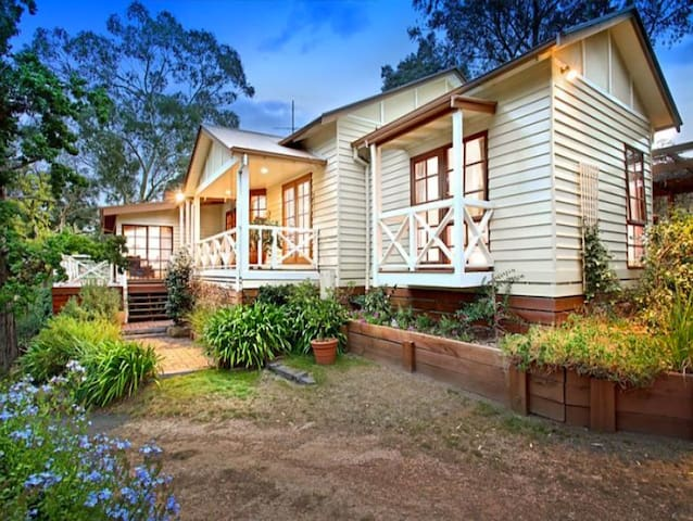 Picturesque 10acre homestead - Family Farmstay - Kangaroo Ground - Dom