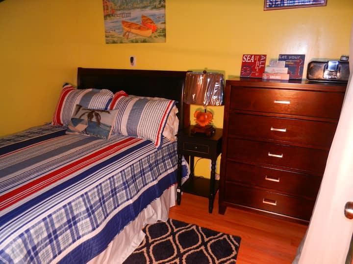 Cozy Island Bedroom near Ferry