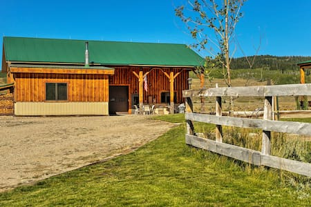 Rustic Cora Studio Cabin by Wind River Mtns!