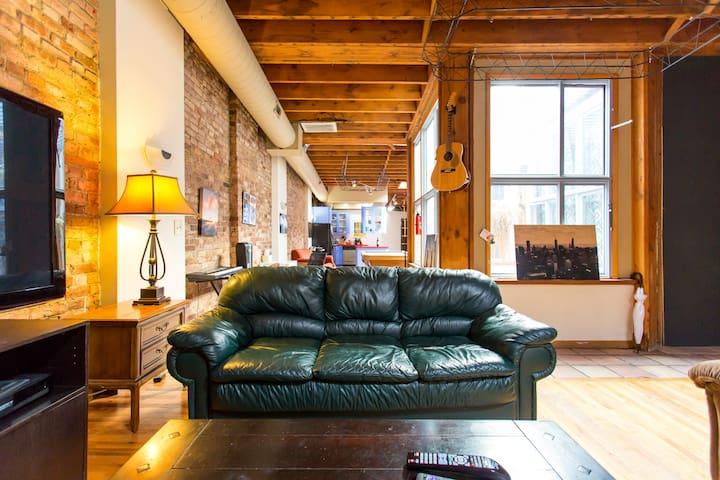 Master Bedroom Heart Of Wicker Park Wohnungen Zur Miete In Chicago Illino