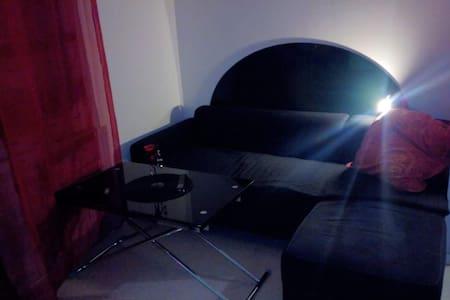Chambre tout confort dans Pavillon - Montargis