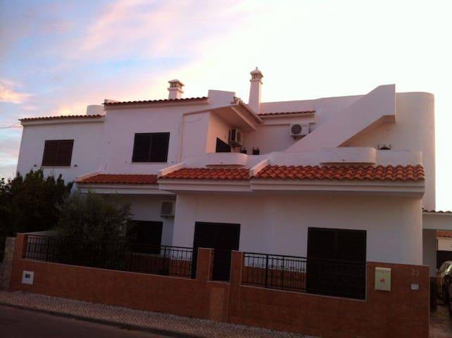 Moradia V4 - Olhão - Algarve - Quelfes - Hus
