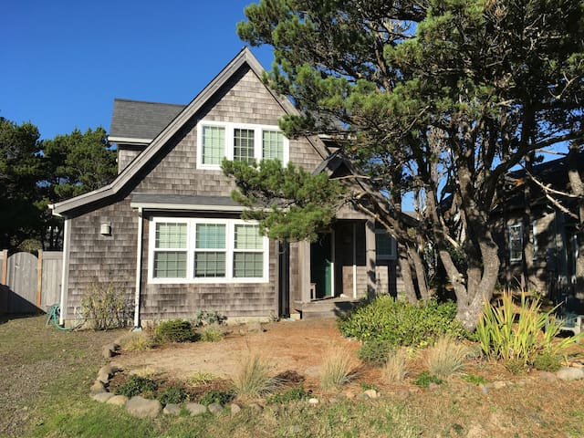 Becalmed: Steps from the Beach and State Park!