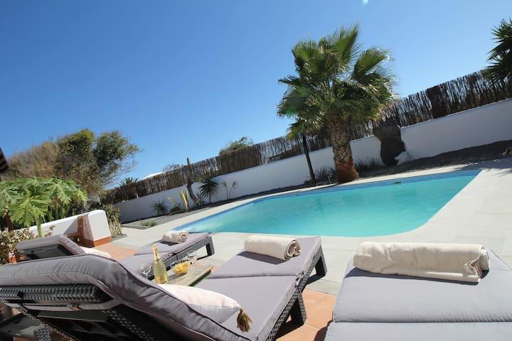 Solar heated pool villa, very quiet area.