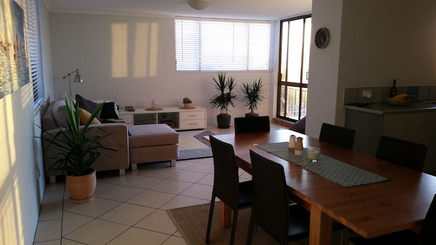 Beachfront unit on the Esplanade in Caloundra - Kings Beach - Appartement