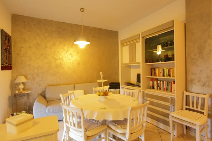 Bright room in Olbia centre - Olbia - Apartmen