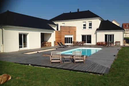 Villa avec Piscine pleine nature 10 min de Dijon - Pichanges