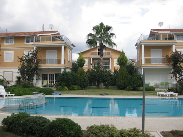 Golf City Villa Nr.5, private swim. pool. - Kadriye Belediyesi - Casa