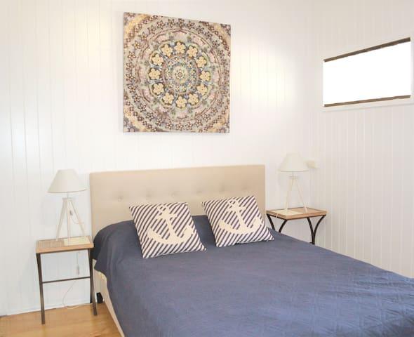 3rd bedroom - queen bed + bunk bed