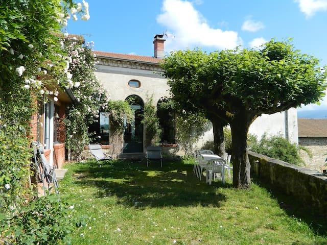 La Boissière, jolie propriété avec piscine (20p).
