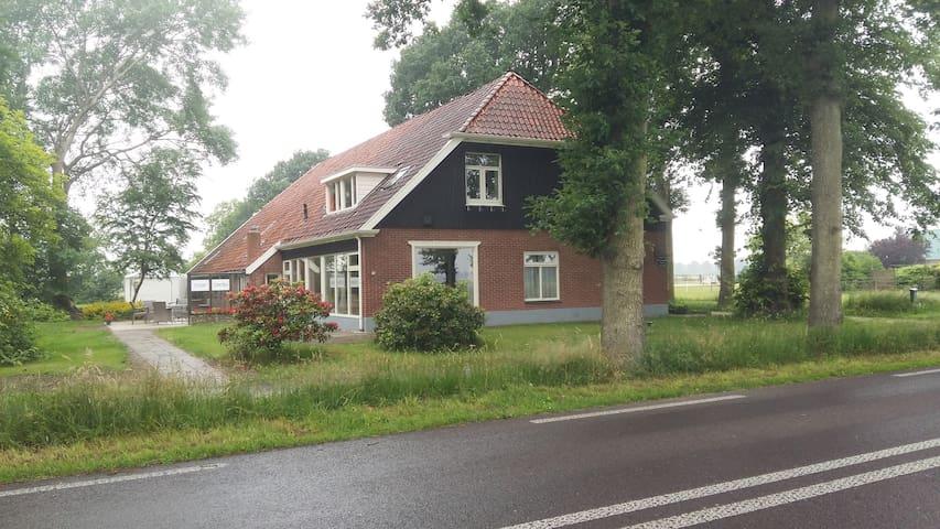 de woonboerderij, pad naar de studio