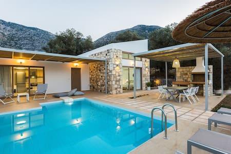 Villa Lemoni, Lavish Resort facilities!