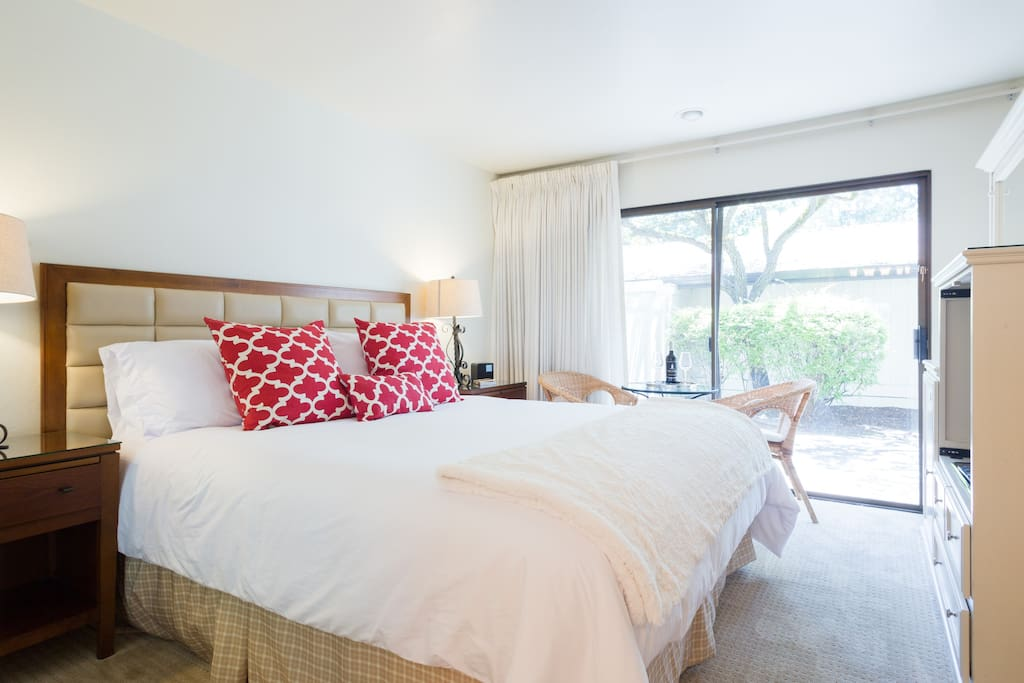 Beautiful & spacious room with king size bed