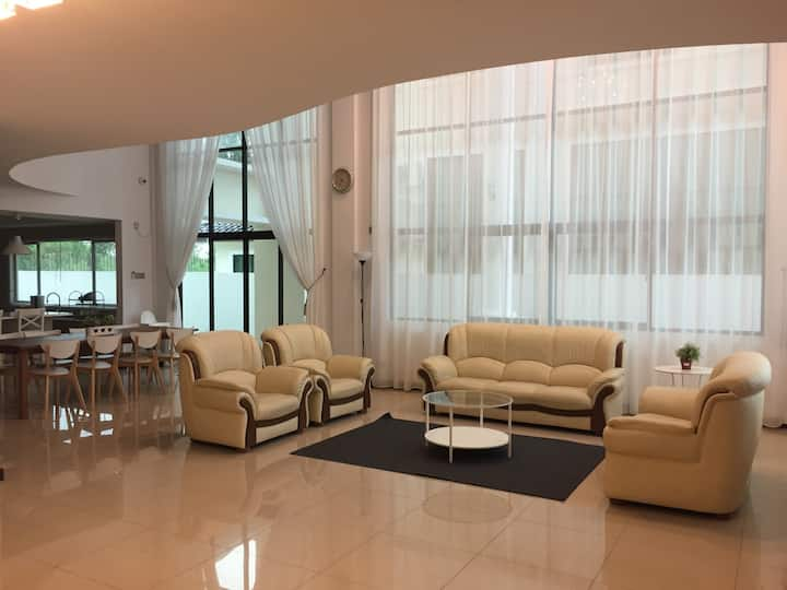 Mark Guest House Bayshore (12 pax+) 高级别墅
