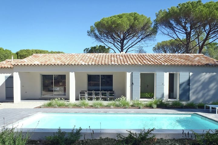 Villa with air conditioning, private pool in Provence, half an hour drive from the beach