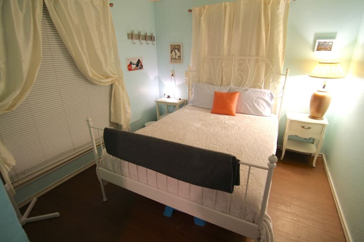 Private Apt! Affordable. Close to Airport & DT - Austin - Leilighet