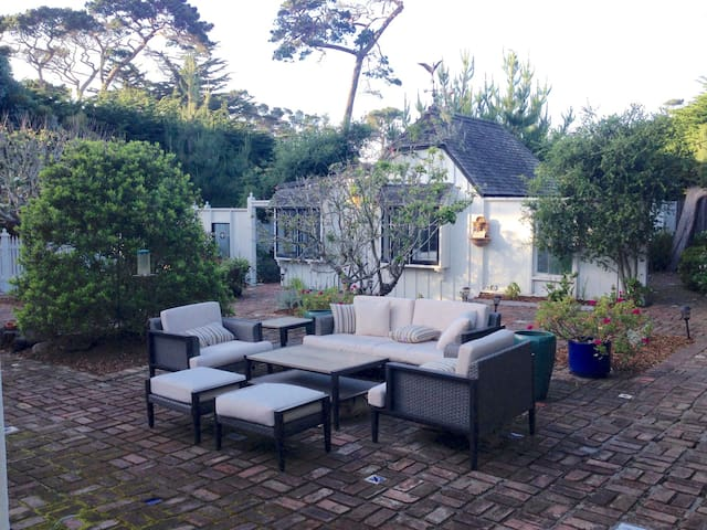 Pet-Friendly* Cottage Near Beach (License #0090) - Pacific Grove - Talo