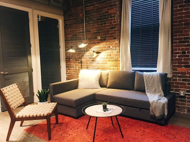 Luxury Downtown Loft > Enjoy 5 Separate Beds!! 205