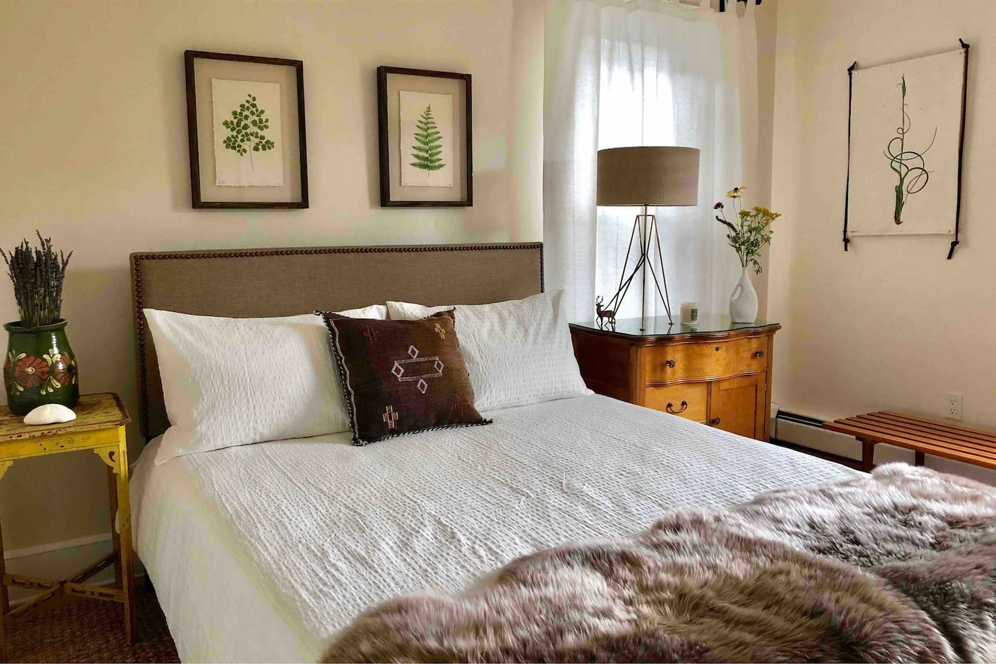 The main bedroom has a queen bed, large closet and view of Willowemoc river. Sleep with the sound of the river rushing by.