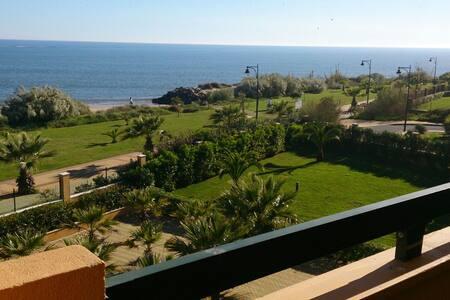 Apartamentos  1ª linea Playa Isla Canela(frontal)