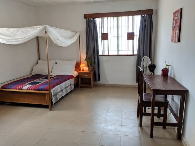 *New* Pangolin House - double room AC & WiFi