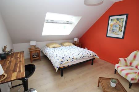 Chambre 1 Orange -  Proche centre ville de Vannes