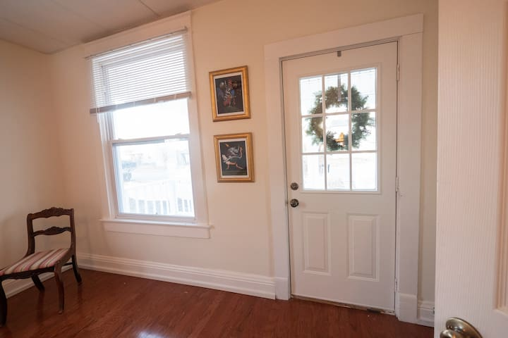 Separate entrance to room