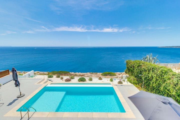 Villa Azul: Amazing and modern first line villa
