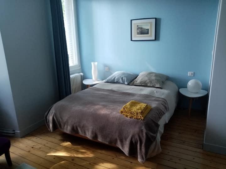chambre dans une maison bourgeoise du 19è siècle