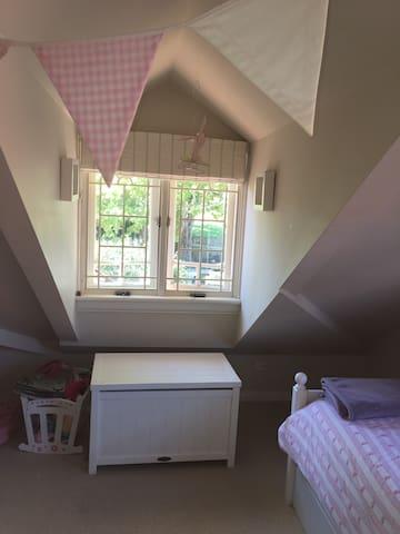 Bedroom 3- 2 Single Beds
