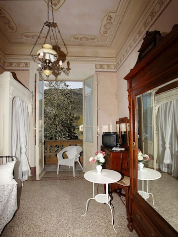Single vintage room, back to 30s - Lucca - Bed & Breakfast